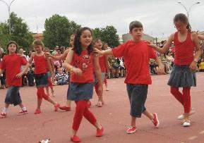 Bailamos con mucho ritmo....